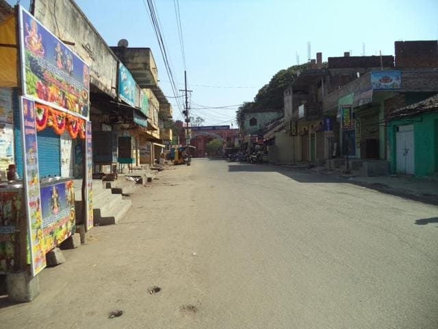 A deserted street in Orissa's Titlagarh, where soaring mercury levels do not allow people out into the streets for the greater part of the day.