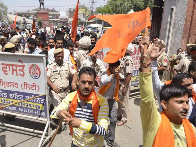 Shiv Sena activists protesting during a bandh call after the murder of one of Shiv Sena activist in Khanna.