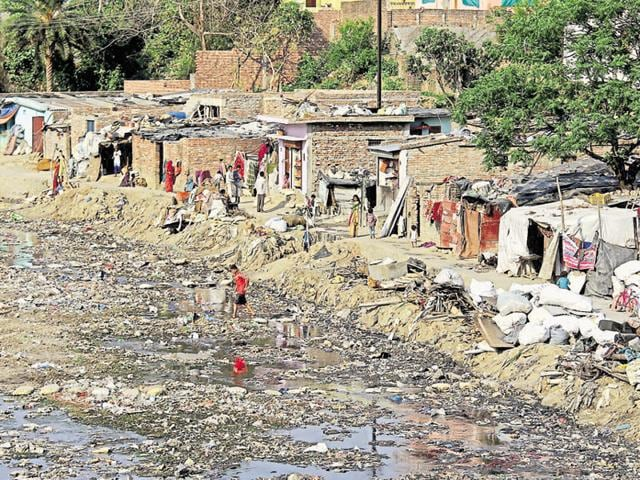 A slum near Bindal stream in Dehradun. A major cause of rising pollution in Bindal and Rispana is that over 45 slums housing about 30,000 dwellers are situated on their banks.