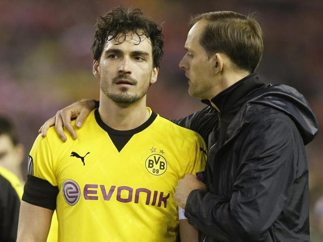 Borussia Dortmund's Mats Hummels and coach Thomas Tuchel look dejected after losing the match.