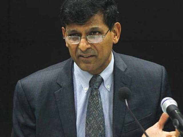 Raghuram Rajan on Monday made it clear that getting revenues through deep discounts is not a viable business model for startups.