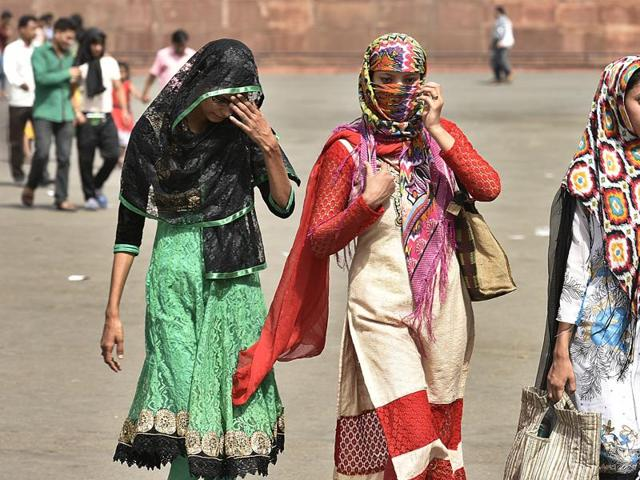 Heat wave conditions continued to sweep Jharkhand, with Dhanbad and Deoghar districts experiencing a maximum of 43 degrees Celsius.