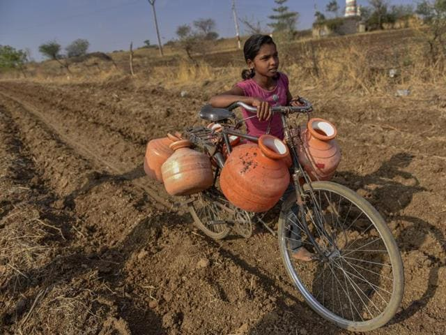 A girl carries water to her village at Tanda in Latur, Marathwada.