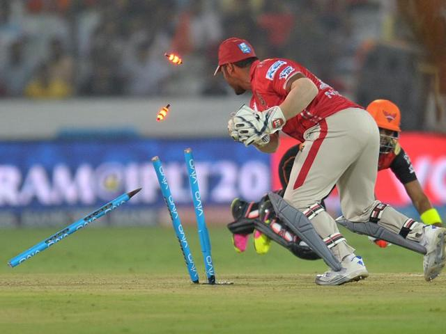 The police found they were selling tickets worth Rs 500 for Rs 1,000 during the IPL 2011 season.