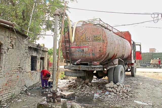An illegal water extraction unit in the city. Such units make huge profits by selling water for commercial purposes.