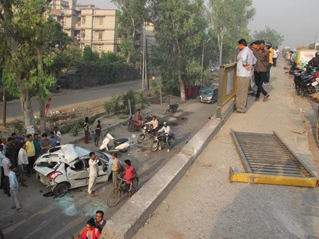 Two persons died in an accident on Wednesday early morning in Kavi Nagar, Ghaziabad.