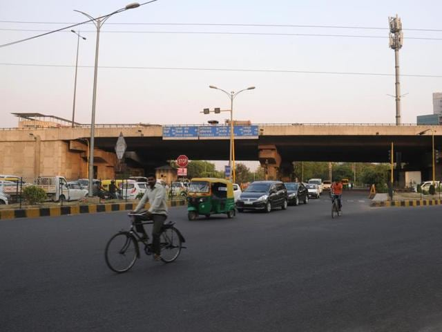 At Rajiv Chowk, the vehicle owners are permanently caught in a bind as traffic moves left, right and straight at the intersection.