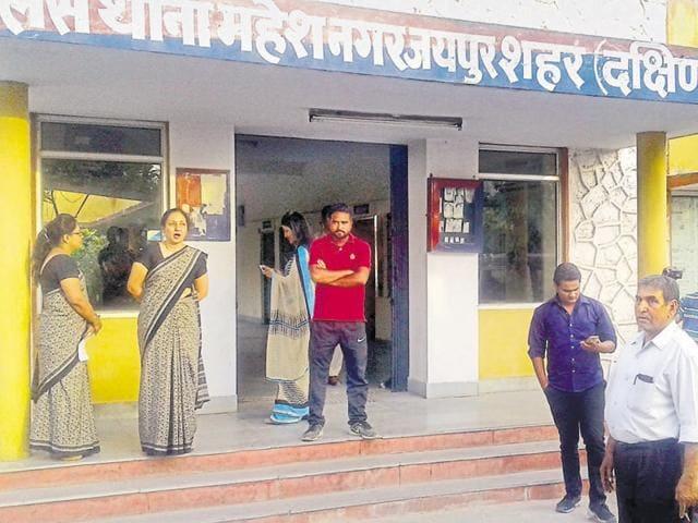 Teachers of Warren group of schools at Mahesh Nagar police station on Tuesday.