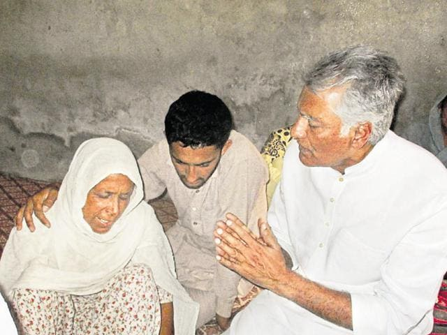 Abohar MLA Sunil Jakhar expressing grief with the deceased farmer's family at Abohar village on Tuesday.