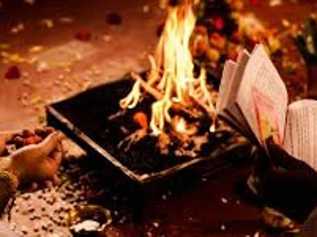 Chief Minister Nitish Kumar has ordered officials to issue an advisory to ask people not to light fire between 9 AM and 6 PM and observe 'havan' and puja before nine in the morning