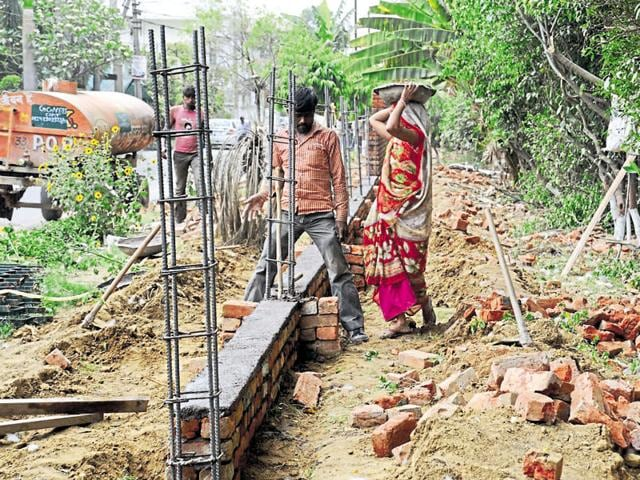 The work on the Sector 17/18 dividing road has been halted as the Haryana Urban Development Authority's request to cut 250 trees is pending before the forest department.
