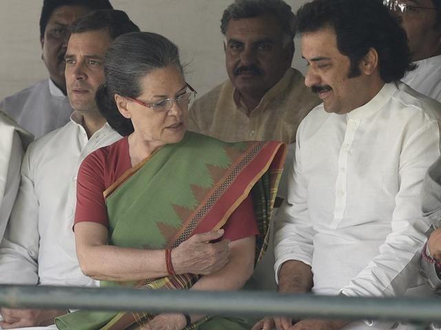 Congress president Sonia Gandhi and vice-president Rahul Gandhi with Kuldeep Bishnoi in New Delhi on Thursday.