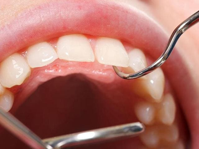 People usually don't show signs of gum disease. But red and swollen gums, sensitivity of teeth and receding gum line and appearance of slightly elongated teeth might hold the answers to your doubts, say experts.