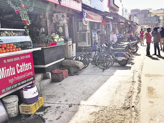 MOGA: Shops belonged to Panchayat Samiti Moga-1 situated at Court Road in Moga on Monday. HT Photo
