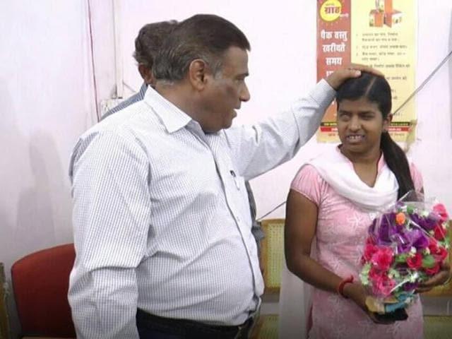 Sharada Dawar,Alirajpur,visually impaired MP tribal girl gets bank job