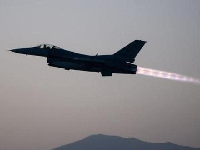 Top US lawmakers have expressed concerns over the Obama administration's decision to sell eight F-16 fighter jets to Pakistan, saying the aircraft could be used against India and not in combating terrorism.