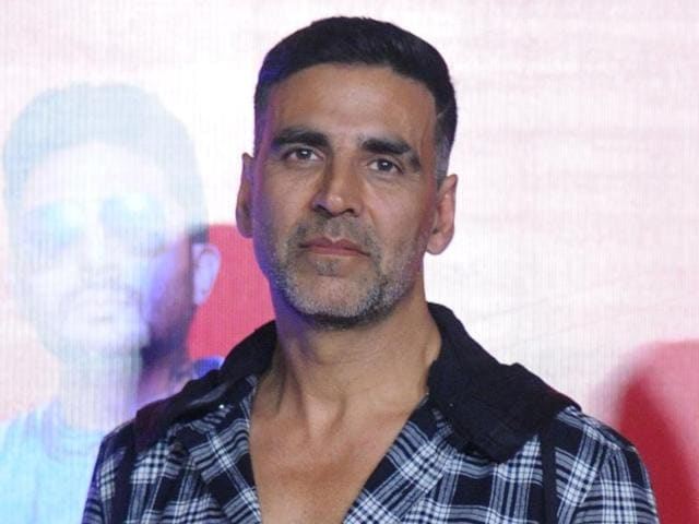 Akshay Kumar has apologised to a fan on Twitter  who was punched by the actor's bodyguard.