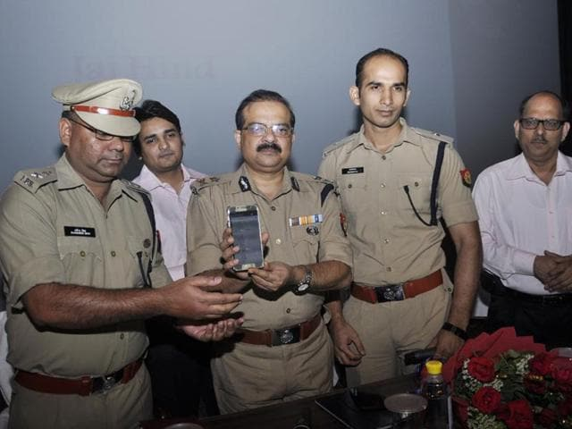 IG (Meerut zone) Sujeet Pandey (centre) launches a mobile phone application to help women commuters in Ghaziabad.