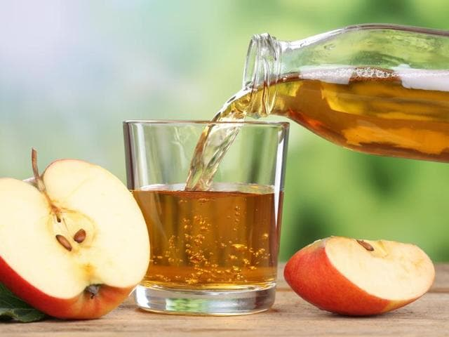 The use of dilute apple juice and preferred fluids may be an appropriate alternative to electrolyte maintenance fluids in children with mild gastroenteritis and minimal dehydration.