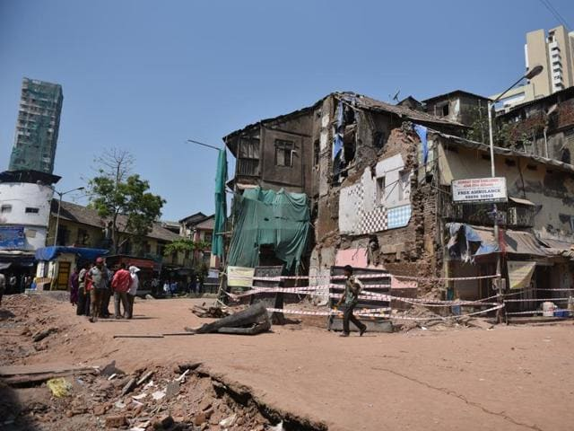 Kamathipura bldg collapse: Cops recording statements of contractors, authorities concerned