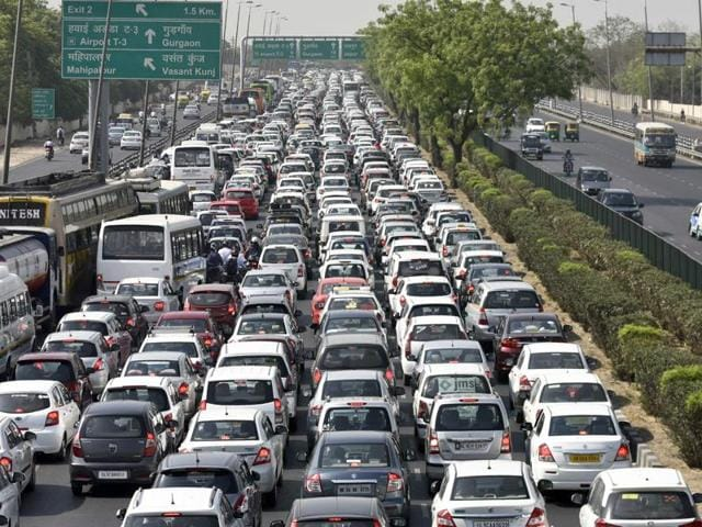 Cab drivers protesting against the ban on diesel taxis blocked the Delhi-Gurgaon route, resulting in a massive traffic jam on NH8.