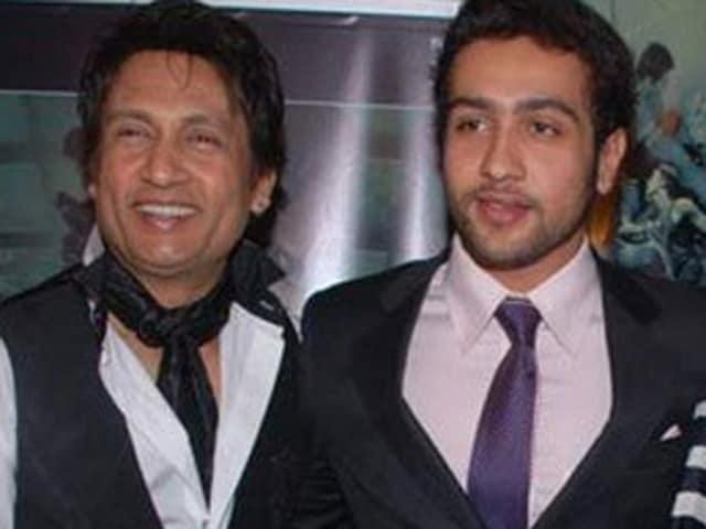 Shekhar Suman has backed son Adhyayan's claims that Kangana Ranaut abused him and did black magic on him.