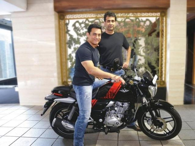 Aamir bought V15 when he learnt that the Bajaj V contains metal from INS Vikrant. (Twitter)