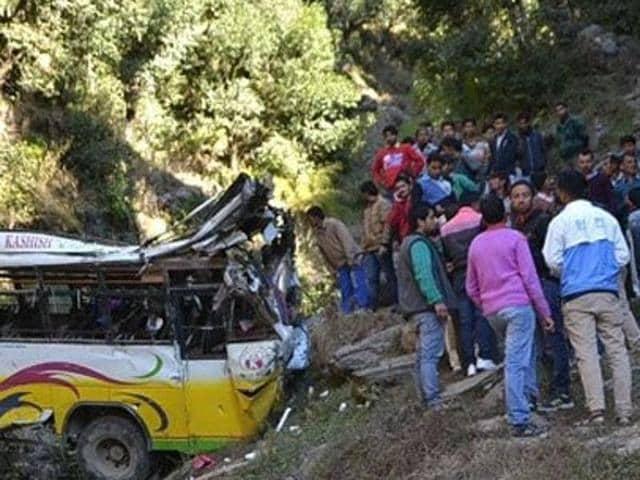 bus overturns,Chamba,Dharamshala