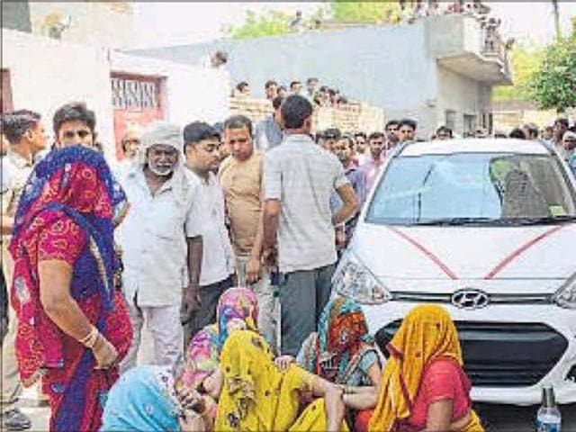 Residents damaged the car that was involved in the accident. (Left) Divya was on her way to school when she was hit by the speeding car in Dasna at Faridabad.