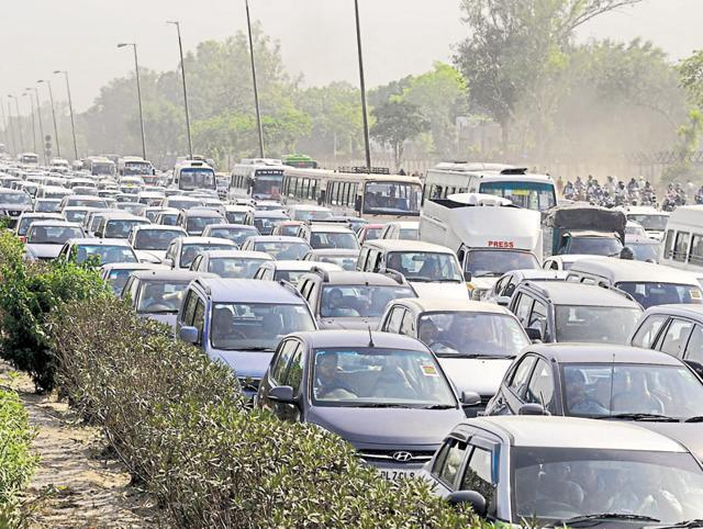 The Delhi-Gurgaon Expressway saw long snarls on Monday as diesel cab drivers protested against the SC order.