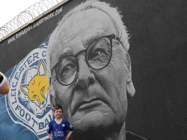 Artist Richard Wilson spray paints a mural of Leicester City manager Claudio Ranieri in Leicester, Britain.
