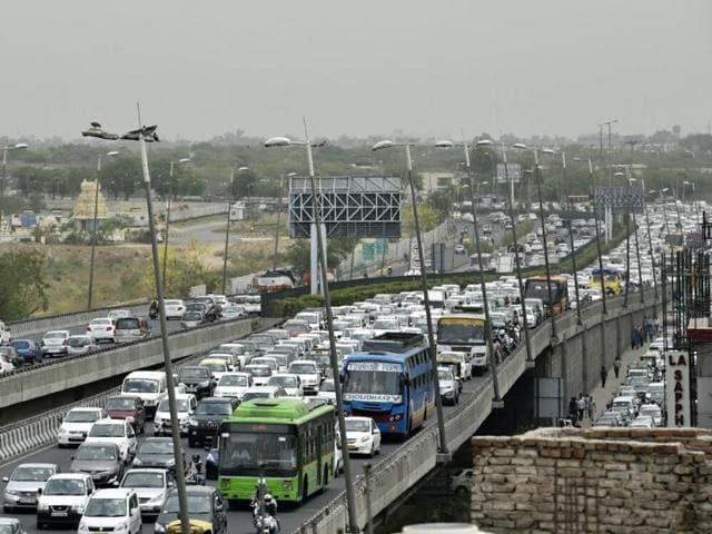 Heavy traffic seen at Mahipalpur Chowk, in New Delhi, India, May 03, 2016. (Photo by Saumya Khandelwal/Hindustan Times)