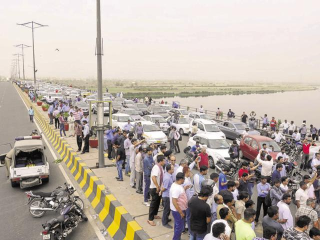 Diesel cab drivers had blocked the DND Flyway again on Tuesday, causing massive snarls on the route.