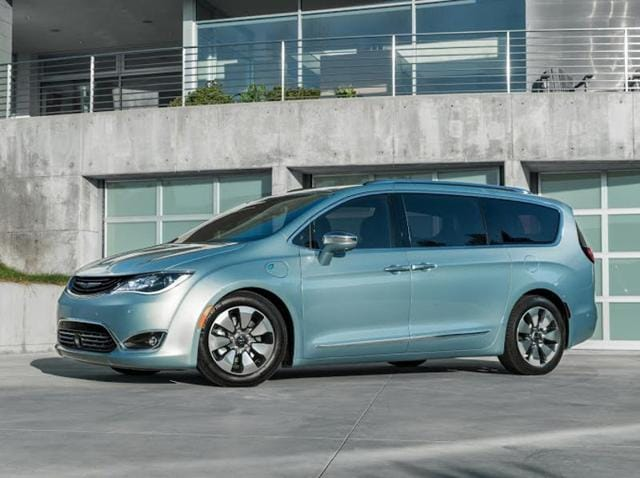 Fiat Chrysler Automobile will add 100 new 2017 Chrysler Pacifica Hybrid minivans to the Google autonomous driving cars' test fleet.