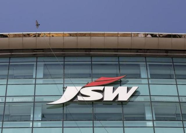 Sajjan Jindal's JSW Energy has agreed to buy a 1,000 megawatt power plant from his brother's heavily indebted Jindal Steel and Powerin a deal valued at up to $976 million