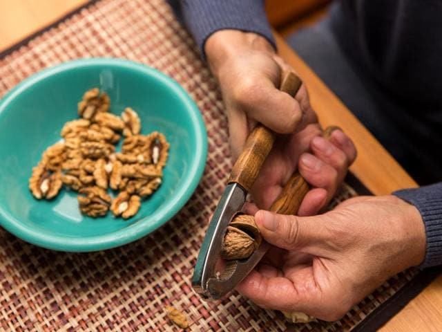 Walnut extract boosts the self-renewal capacity of cancer stem cells (CSCs) in colon cancer, say researchers.