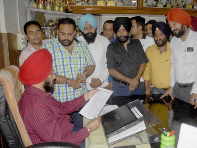 Parents submitting a memorandum to DEO Satinderbir Singh in Amritsar on Tuesday.