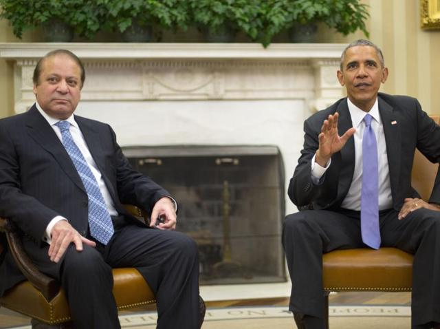 US President Barack Obama (R) smiles as he hosts a meeting with Pakistan's Prime Minister Nawaz Sharif in the Oval Office at the White House in Washington.