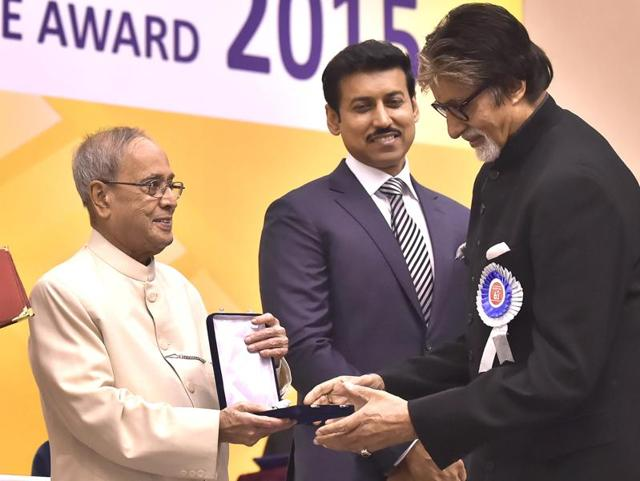 President Pranab Mukherjee presenting the Best Actor award to Amitabh Bachchan during the 63rd National Film Awards Function at Vigyan Bhawan in New Delhi.