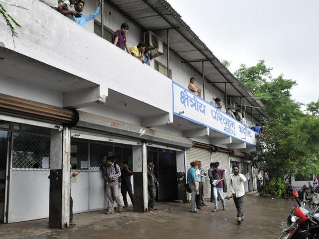 Single-window system and computerisation have not been able to keep touts away from Bhopal's Regional Transport Office.