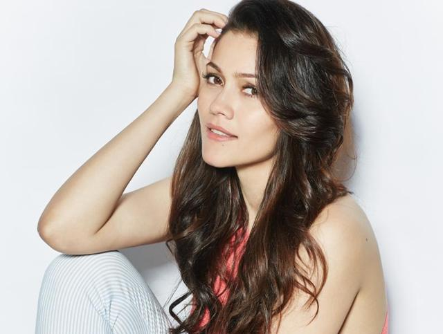 Actor Waluscha De Sousa says that she wants to take up some great character roles.