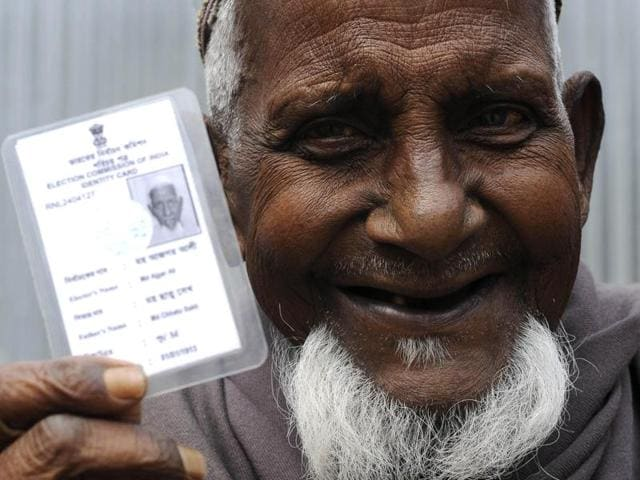 Asgar Ali ( 103 years old ) A resident of Maddhya Mashaldanga Chhitmahal, Dinhata is excited about casting vote for the first time.(Ashok Nath Dey/HT Photo)