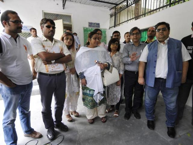 Buyers of Sector 107 met the Noida CEO at the authority office.