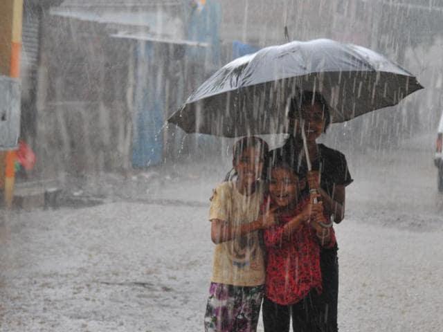 pre-monsoon rains,Indore,meteorological department