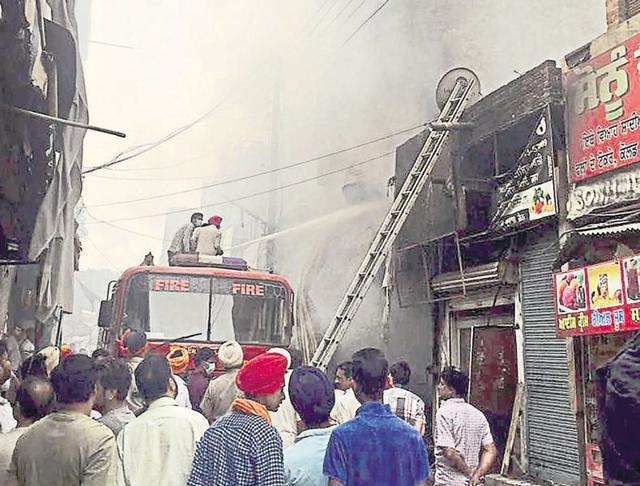 Fire,Three-storeyed showroom gutted,Patti