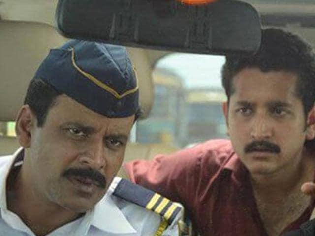 Manoj Bajpayee is a traffic constable while Parambrata Chatterjee plays a doctor in Traffic.(YouTube grab)