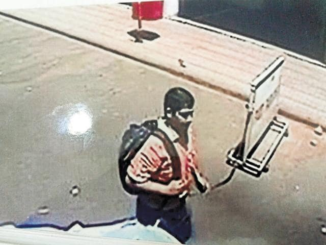 This CCTV footage shows that one of the robbers was sauntering in Sec 17.