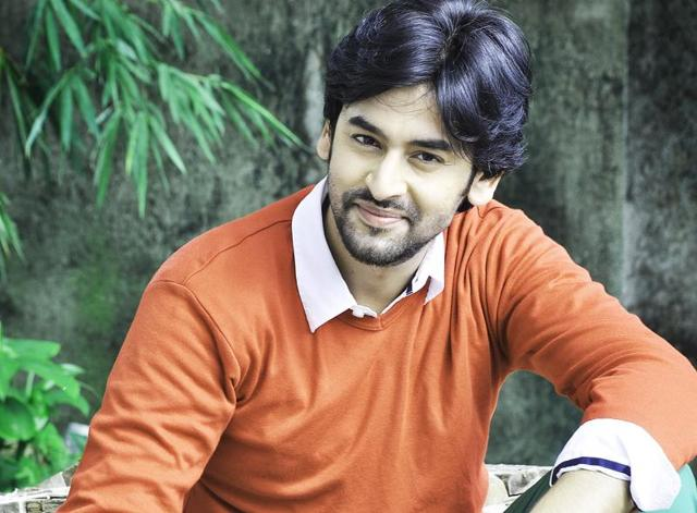 Actor Shashank Vyas attended a Sikh wedding in Delhi recently, and wore a turban and confused many guests.
