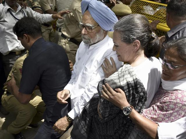Congress president Sonia Gandhi and former prime minister Manmohan Singh during their party's 'Save Democracy' march in Delhi on Friday.