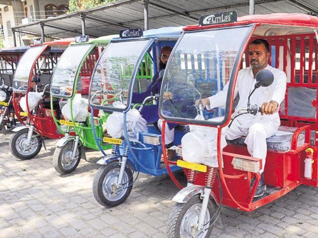 Dehradun pollution,e-rickshaw,public transport